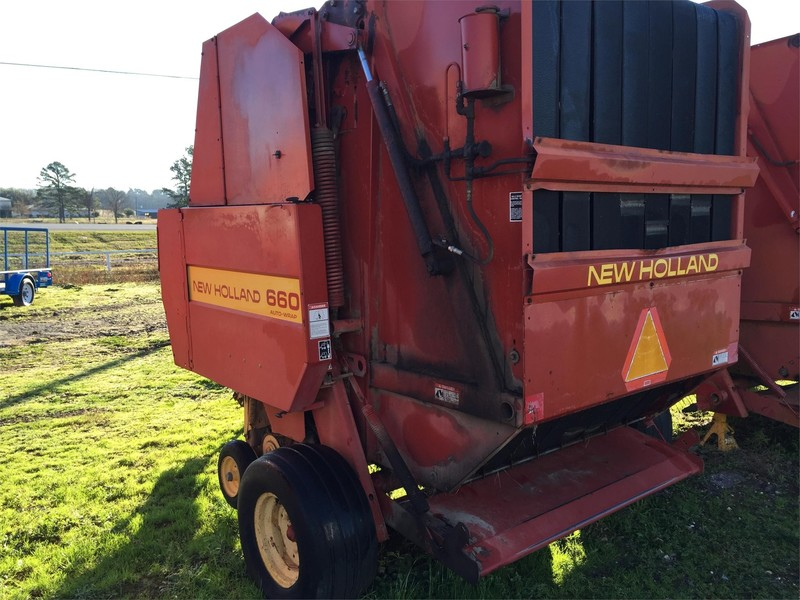 New Holland 660 Round Baler