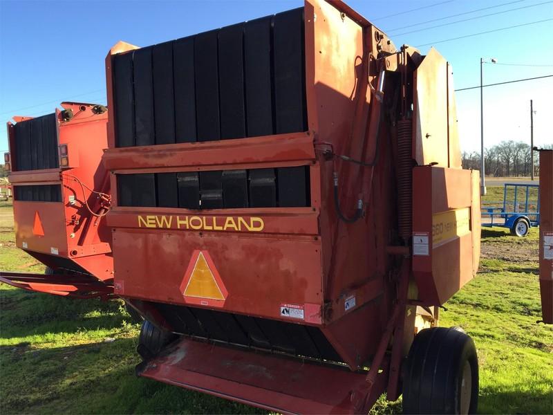 New Holland 660 Round Baler