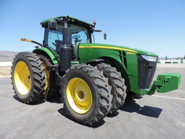 2014 John Deere 8335R Tractor