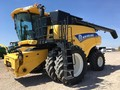 2013 New Holland CR7090 Combine