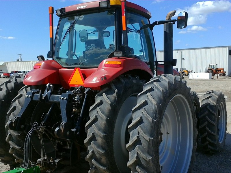 2010 Case IH Magnum 210 CVT Tractor
