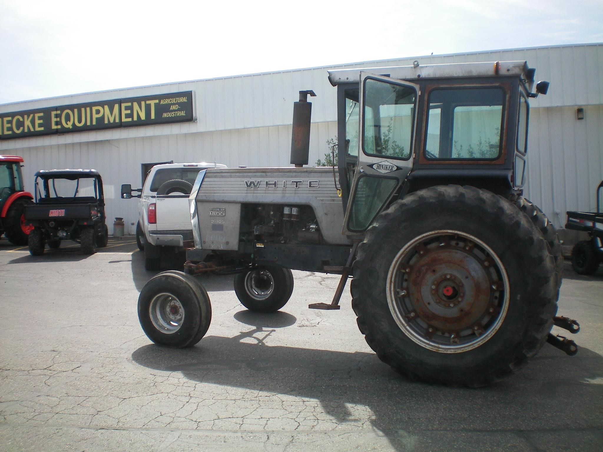 1976 White 2-105 Tractor