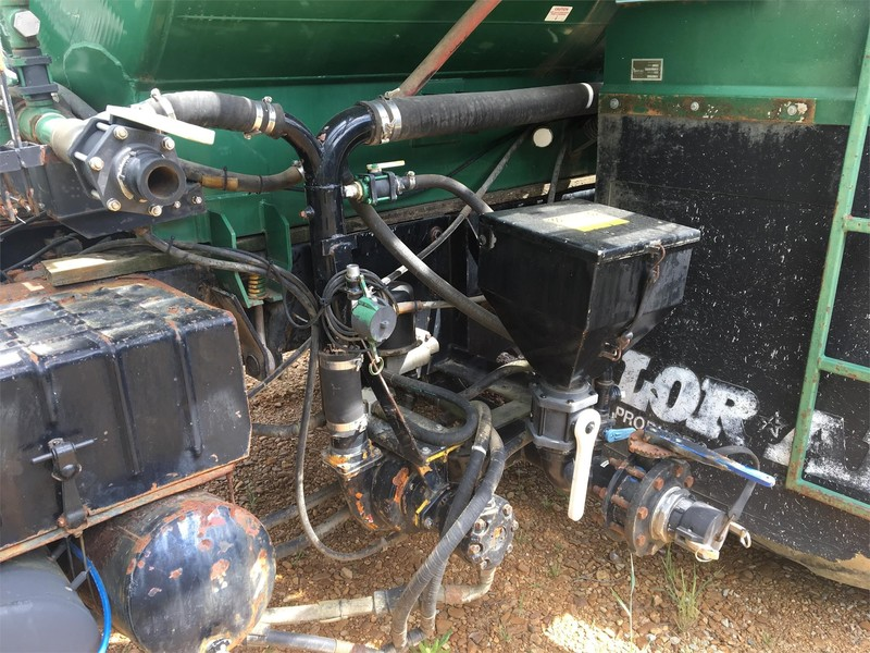 1994 Loral Easy Rider 2400 Self-Propelled Fertilizer Spreader
