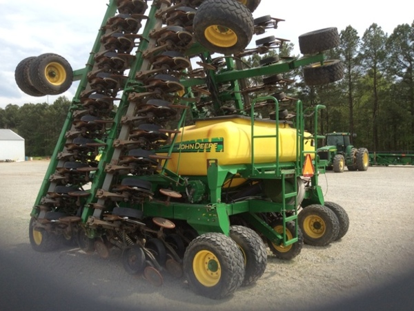 2006 John Deere 1990 Air Seeder