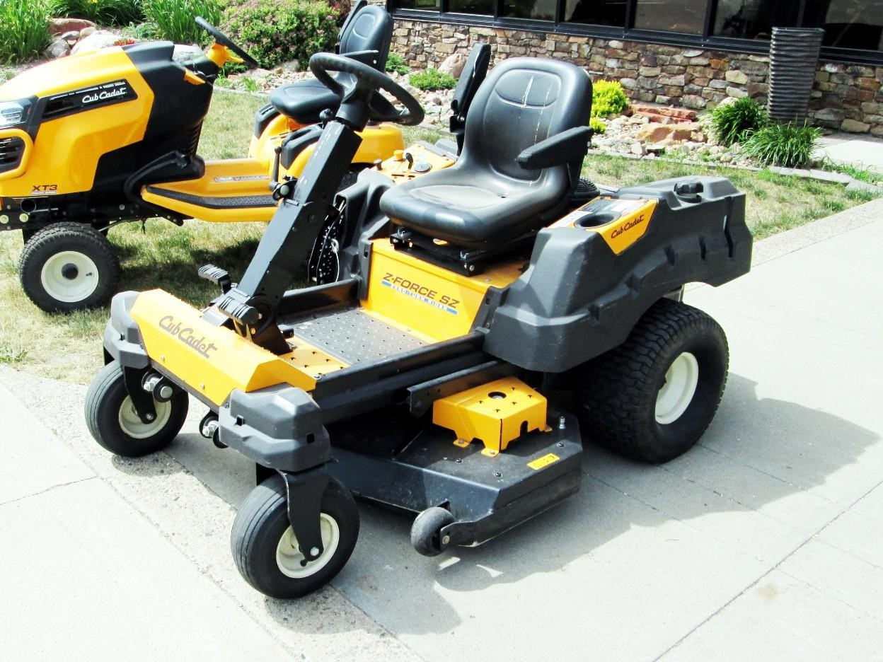 2015 Cub Cadet Z-Force S48 Lawn and Garden