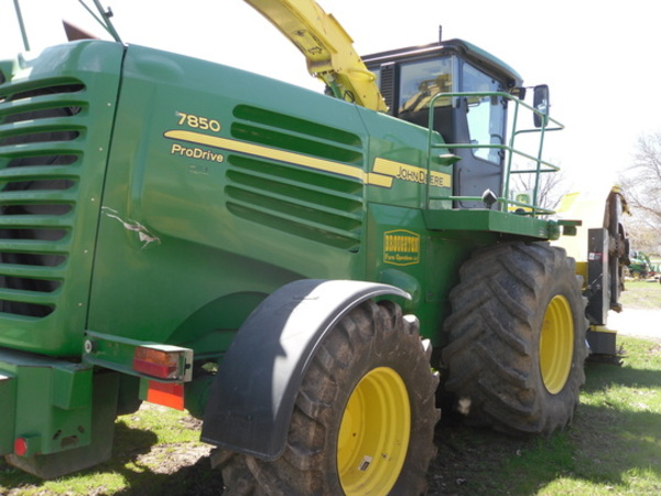 2009 John Deere 7850 Self-Propelled Forage Harvester