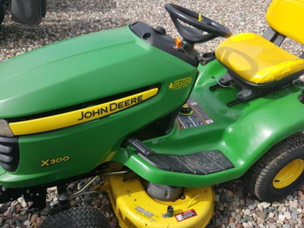 2010 John Deere X300 Lawn and Garden