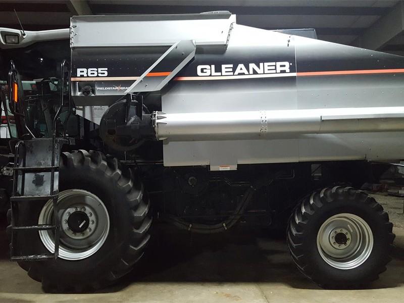 2003 Gleaner R65 Combine