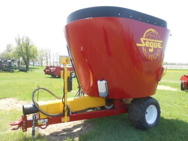 2017 Supreme International SEG4S Feed Wagon
