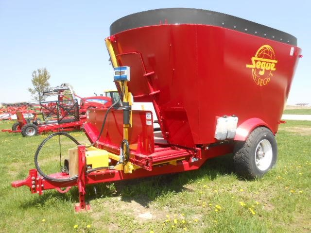 2017 Supreme International SEG6T Feed Wagon