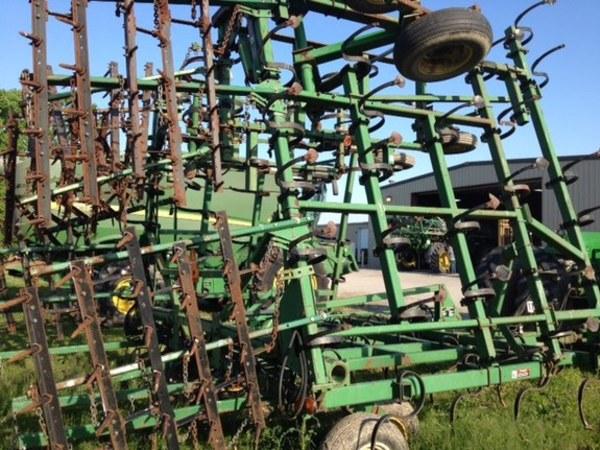 1996 John Deere 980 Field Cultivator
