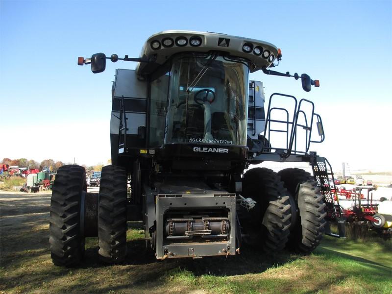 2011 Gleaner R76 Combine