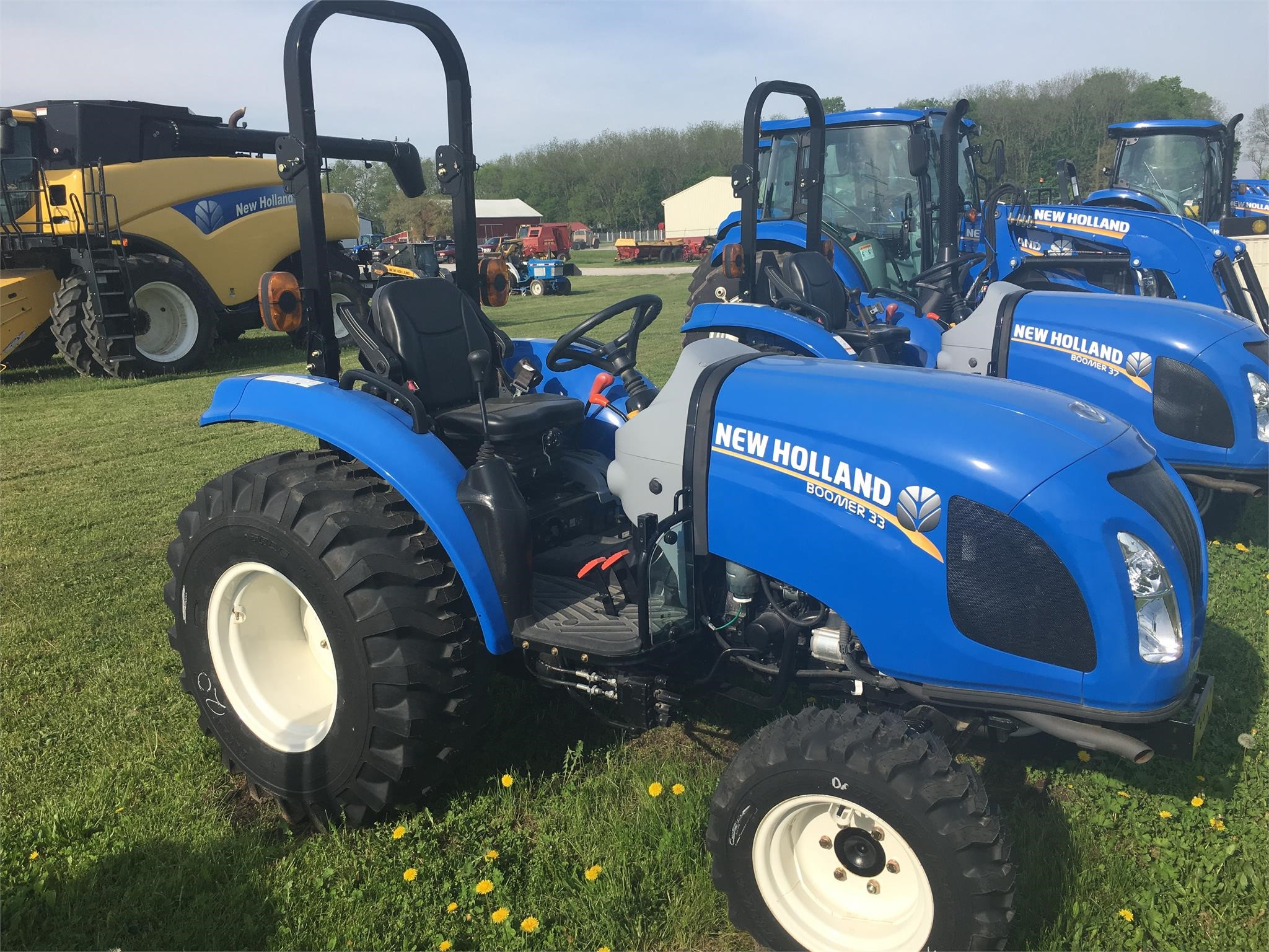 New Holland Boomer 33 Tractor