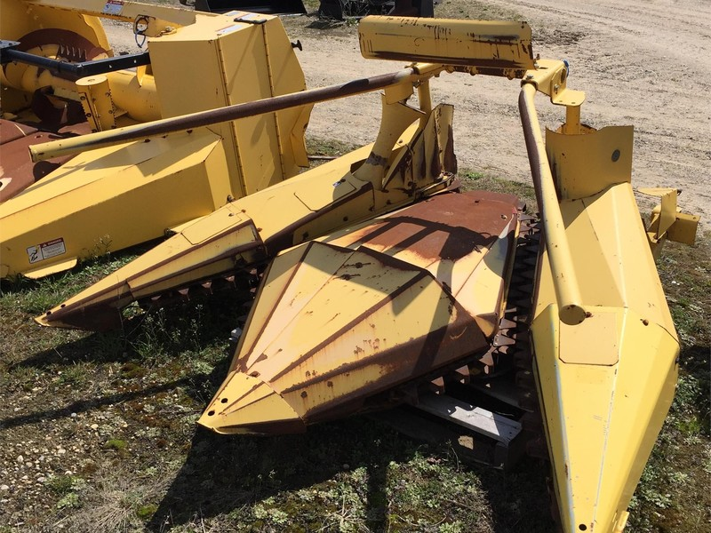 1994 New Holland 824 Pull-Type Forage Harvester