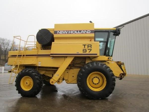 1995 New Holland TR97 Combine
