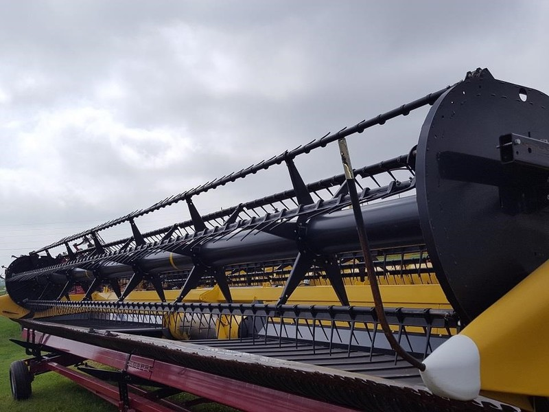 2011 New Holland 880CF-35 Platform