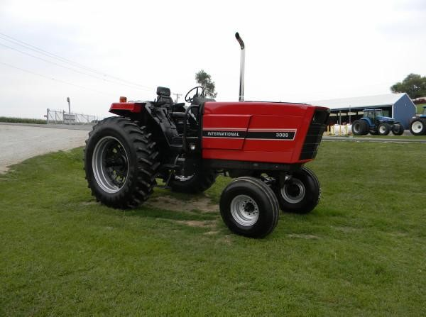 1981 International 3088 Tractor