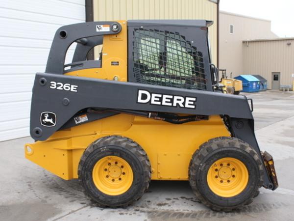 2015 Deere 326E Skid Steer
