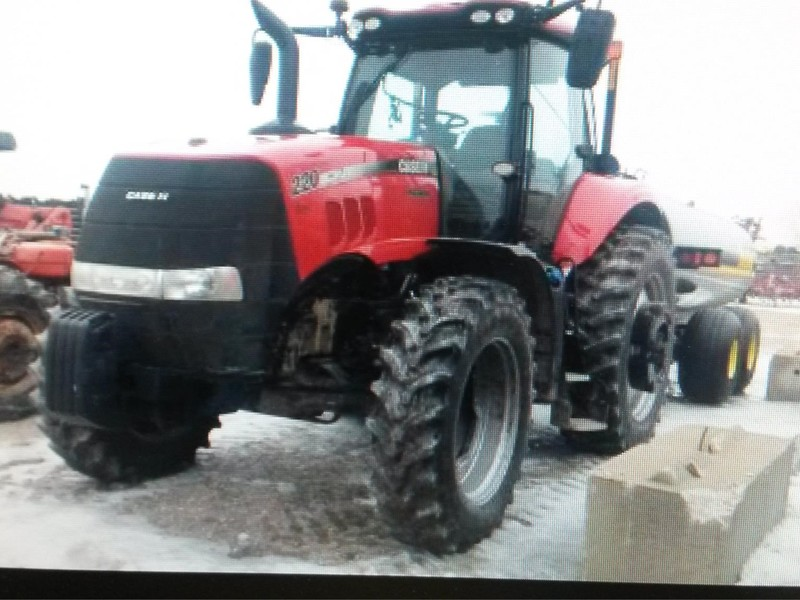 2015 Case IH Magnum 220 Tractor