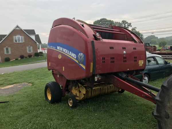 2014 New Holland Roll-Belt 560 Round Baler