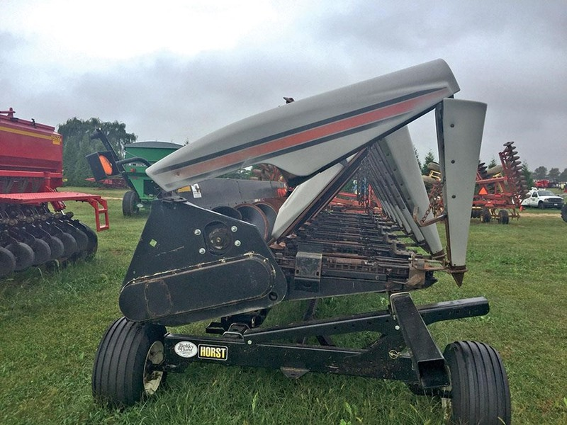 2001 Gleaner 830 Corn Head