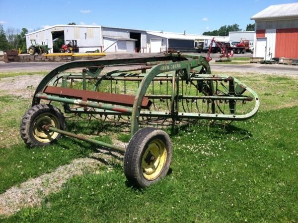 John Deere 850 Tractor