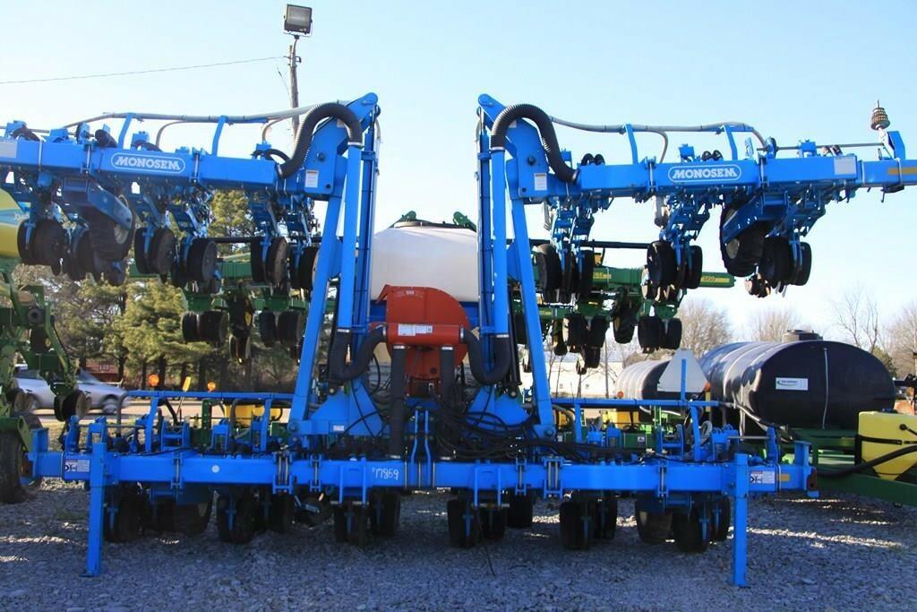 2011 Monosem NG Plus 4 Planter