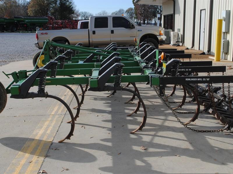 John Deere 610 Chisel Plow