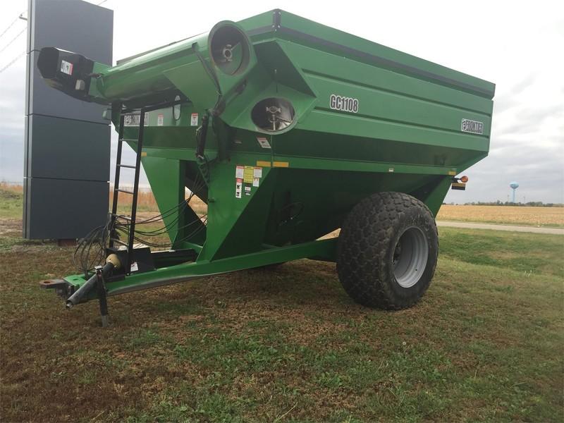 2010 Frontier GC1108 Grain Cart