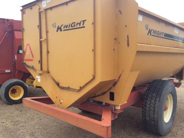 Kuhn Knight 3042 Feed Wagon