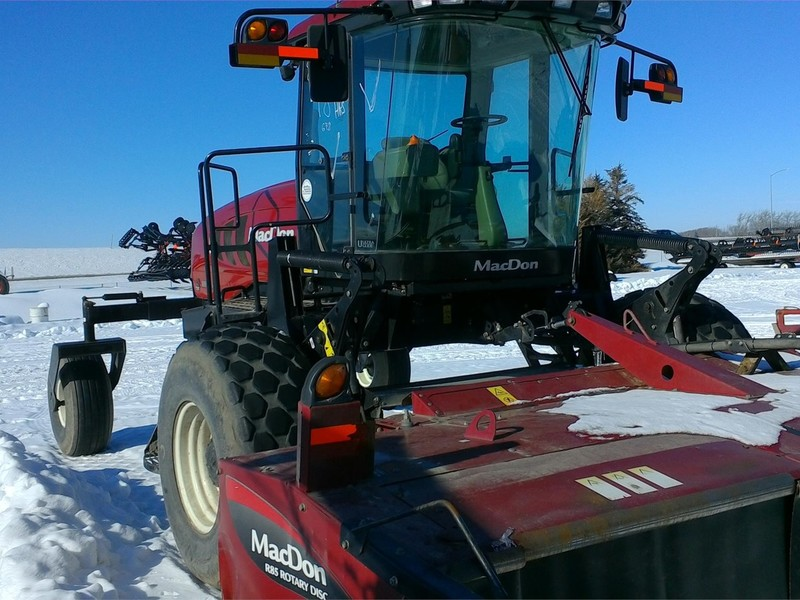 2013 MacDon M205 Self-Propelled Windrowers and Swather