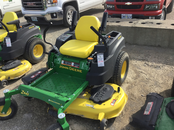 2015 John Deere Z445 Lawn and Garden