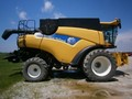 2007 New Holland CR9060 Combine
