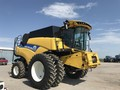 2015 New Holland CR7.90 Combine