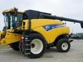 2011 New Holland CR9060 Combine