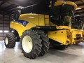 2012 New Holland CR9040 Combine
