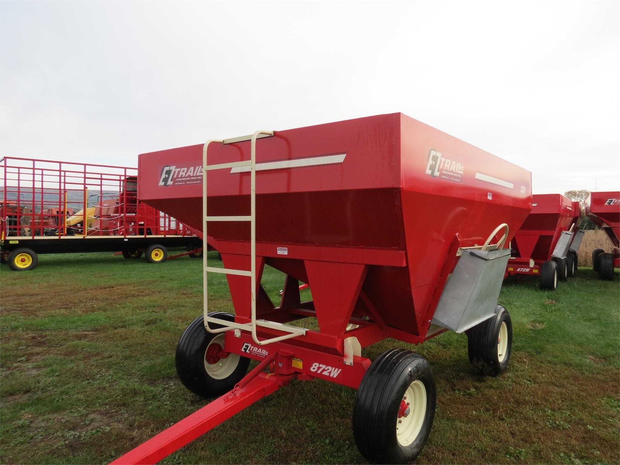 2020 E-Z Trail 230 Gravity Wagon