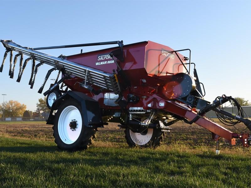 2019 Valmar Airflo 8608 Pull-Type Fertilizer Spreader