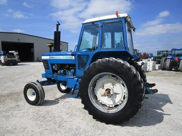 Ford 8700 Tractor