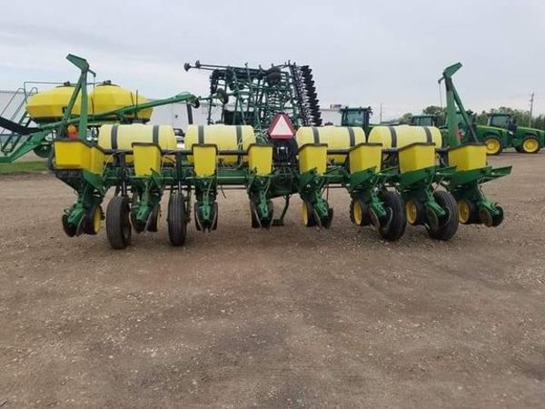 1993 John Deere 7200 Planter