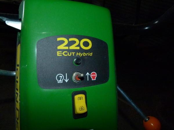 2016 John Deere 220E Lawn and Garden
