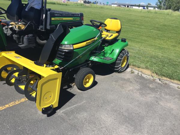 2017 John Deere X320 Lawn And Garden