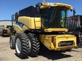 2007 New Holland CR9070 Combine