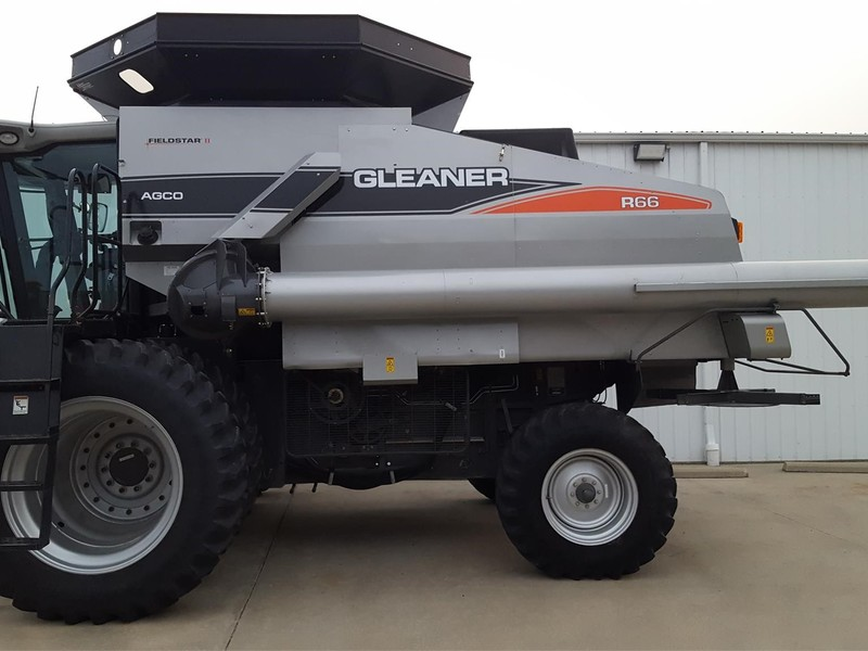 2009 Gleaner R66 Combine