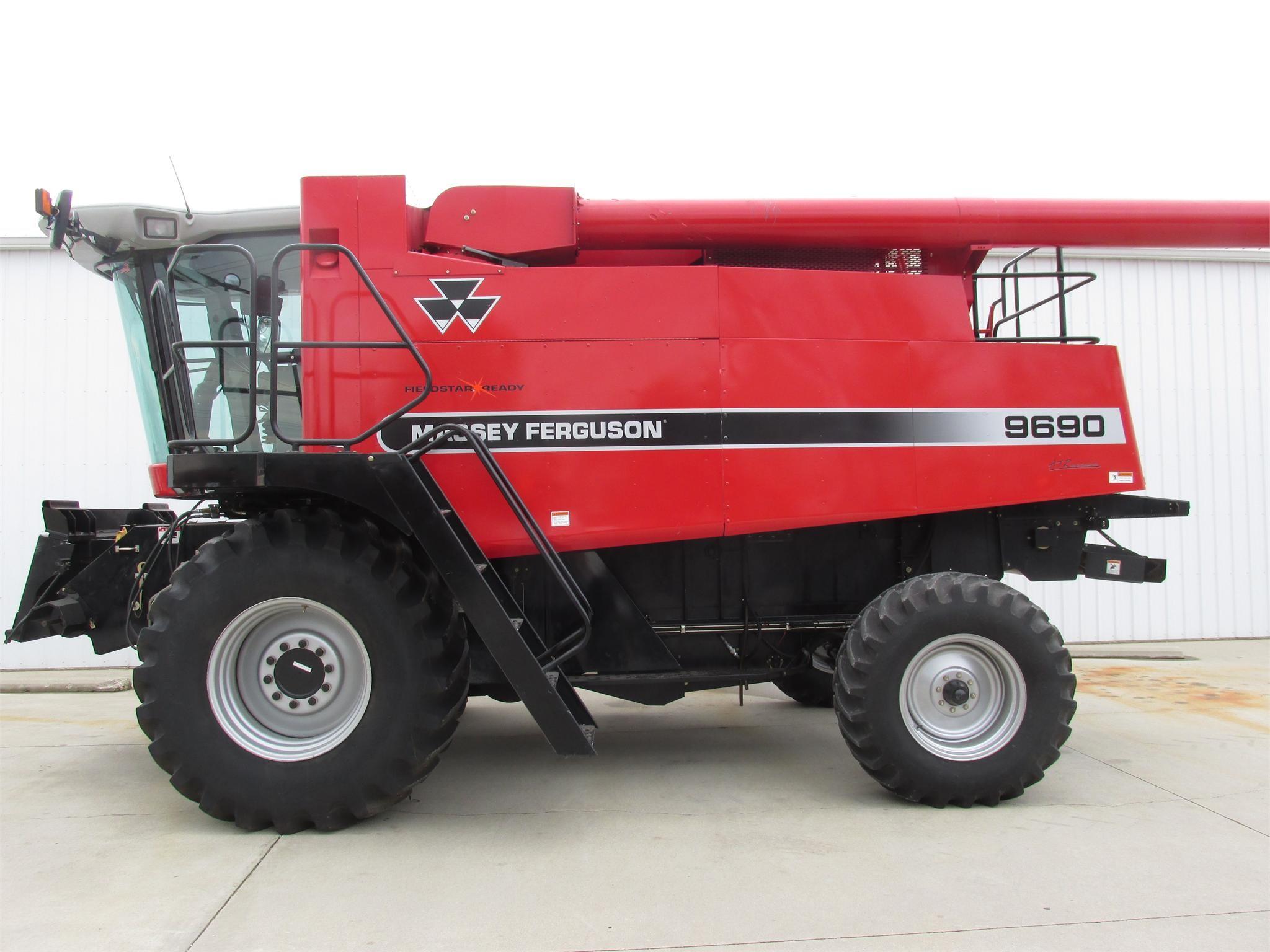 2005 Massey Ferguson 9690 Combine