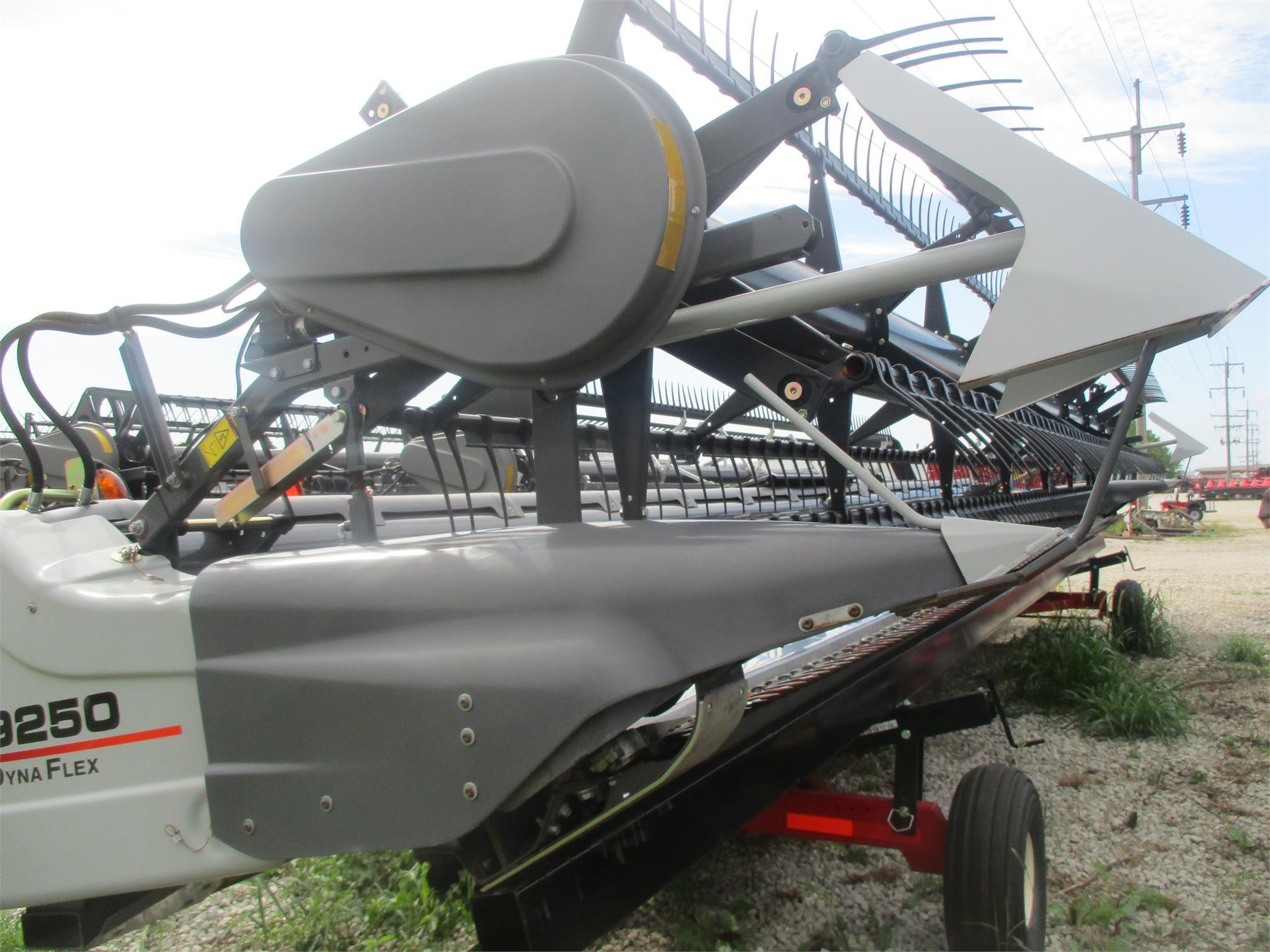 2014 Gleaner 9250 Platform
