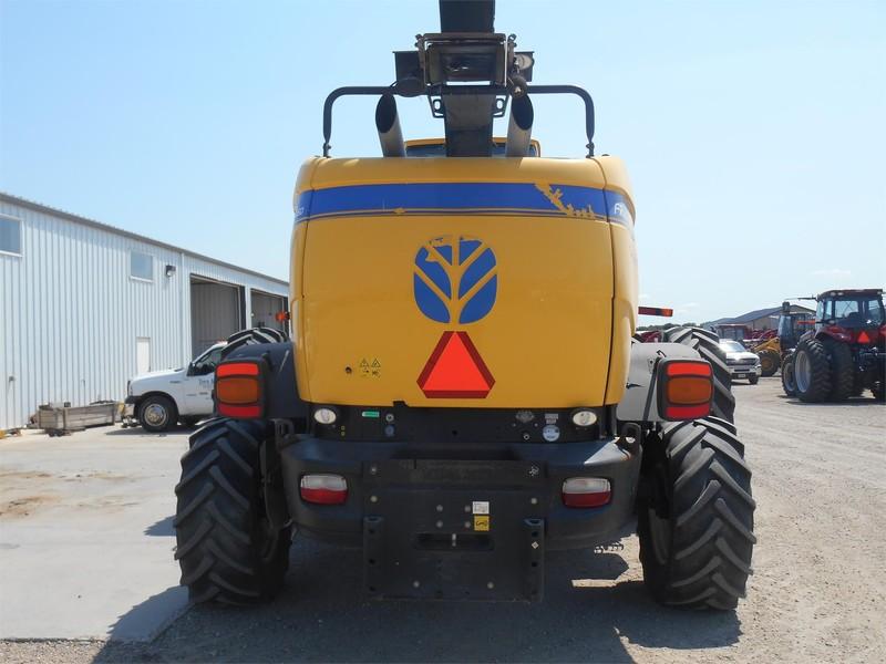 2013 New Holland FR850 Self-Propelled Forage Harvester