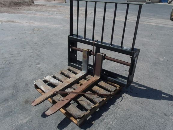 2006 Frontier 48CARR Loader and Skid Steer Attachment