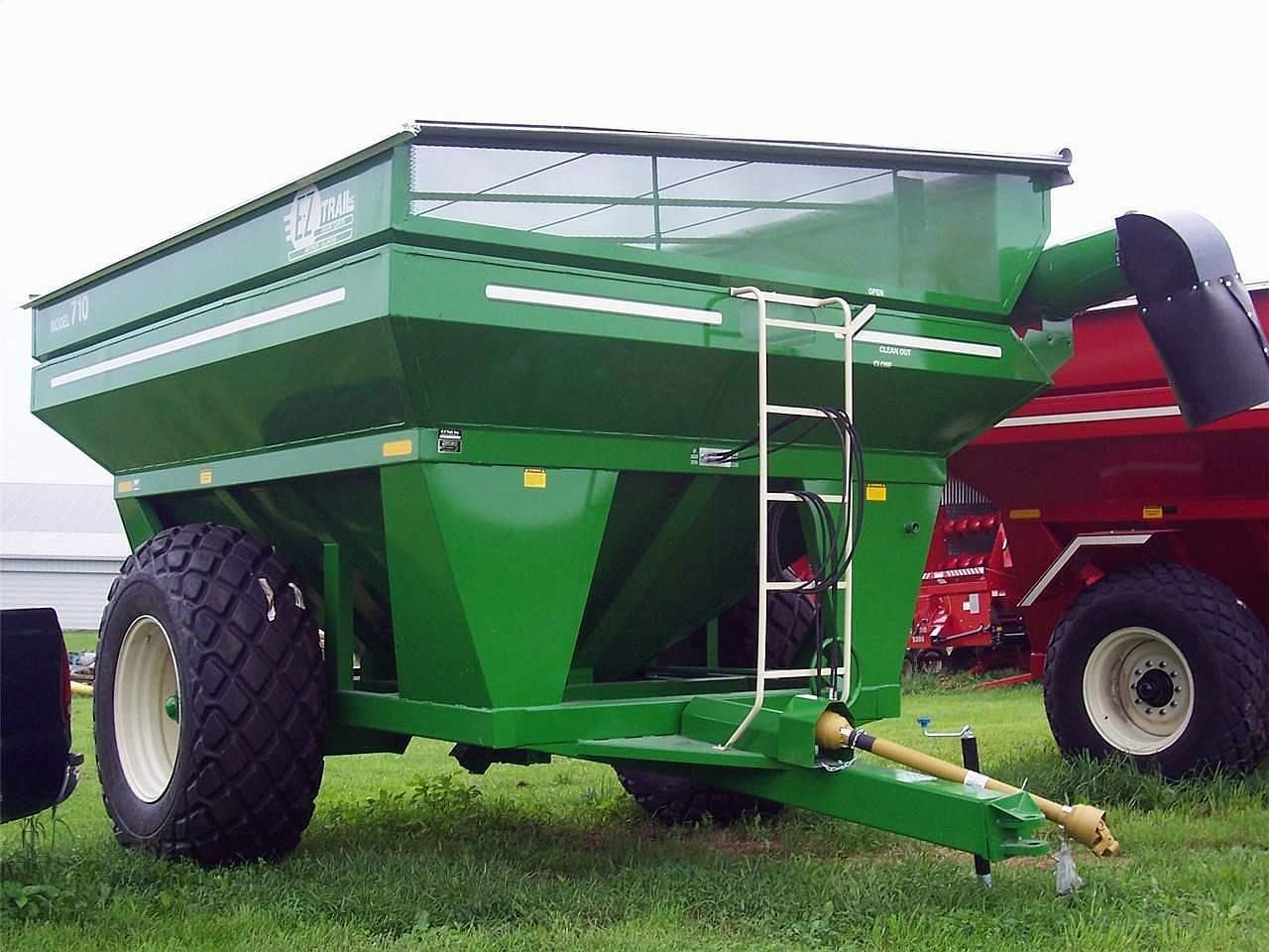 2021 E-Z Trail 710 Grain Cart