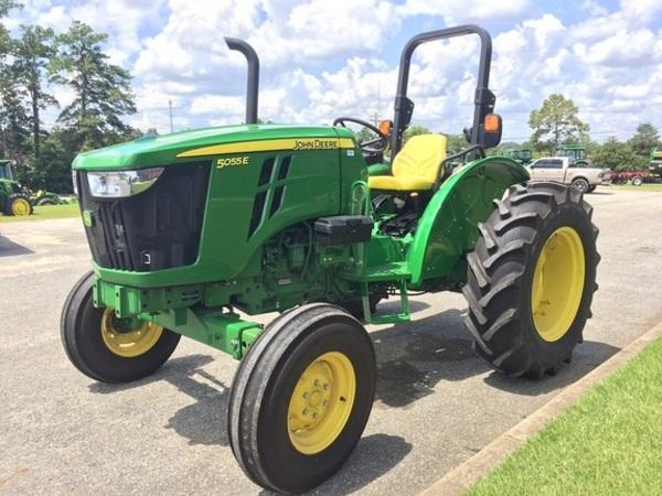 2017 John Deere 5055E Tractor
